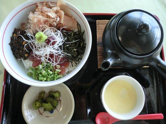 Makurazaki Fish Center: 鰹船人めし