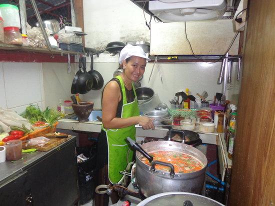 Halfway Inn (Restaurant): Nan cooking Tom yam kung