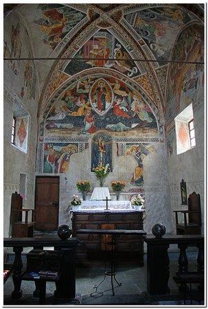 Notre dame des Fontaines-L'altare.