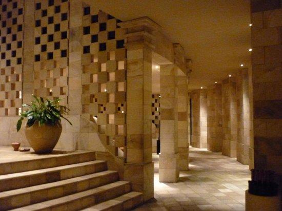 Amanjiwo Resorts: limestone corridor at Amanjiwo