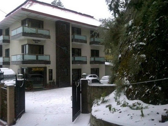 Silver Arch Hotel: Snowfall in Mussoorie