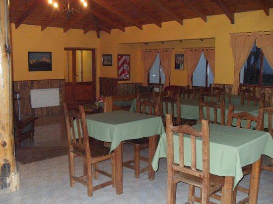 Hosteria Los Nires: zona social con buena decoración