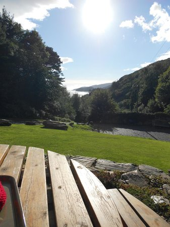Coed Cae Bed & Breakfast: Relax with outstanding views.