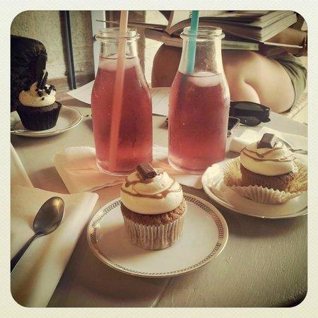 cupcakes kinder oreo th glac maison photo de mary cherry montpellier tripadvisor. Black Bedroom Furniture Sets. Home Design Ideas