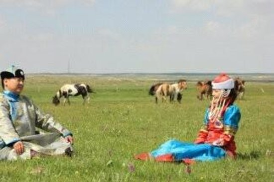 Site of the Establishment Meeting of Inner Mongolia Autonomous Government: lovers on grassland