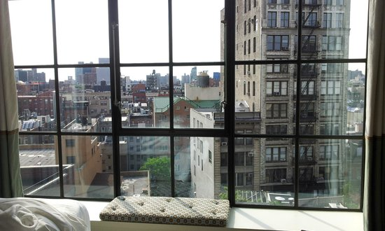 Crosby Street Hotel: Large windows that brighten up the room with natural light