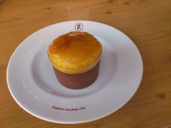 Robles Laredo: Mousse de chocolate con brioix