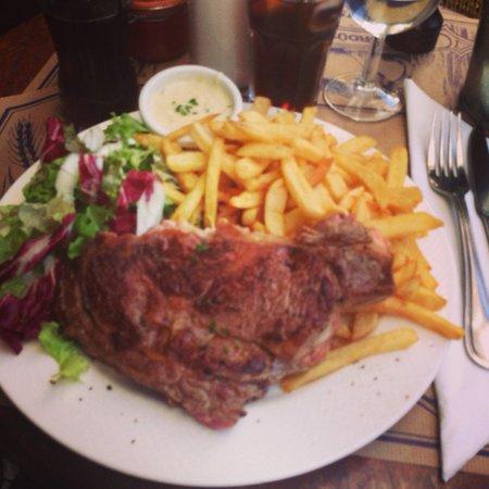 Chez Prosper : Entrecote Prosper, frites salade, sauce au bleu
