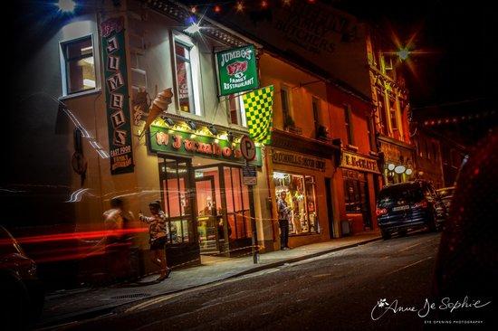 Jumbos Family Restaurant: Nighttime 2