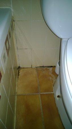 Don Carlos Paguera : renovierungsbedürftige Sanitäreinrichtung