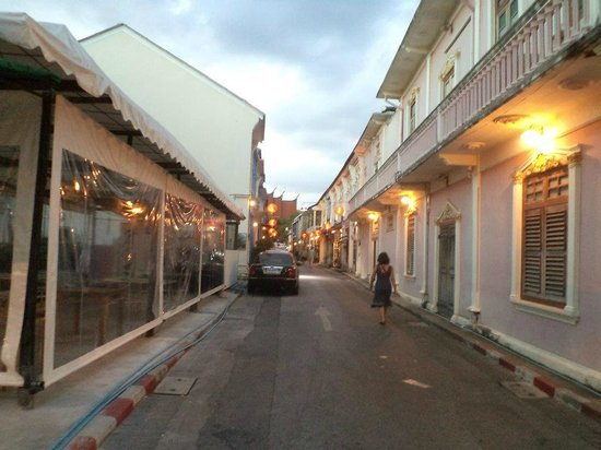 Phuket OldTown Hostel: The hostel road