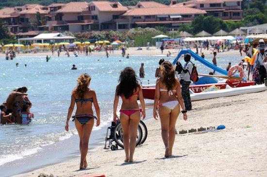 Hotel Abi d'Oru : НА соседних пляжах жизнь бьет ключом