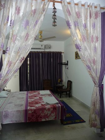 Sri Radha Krishna Kunj: Bedroom