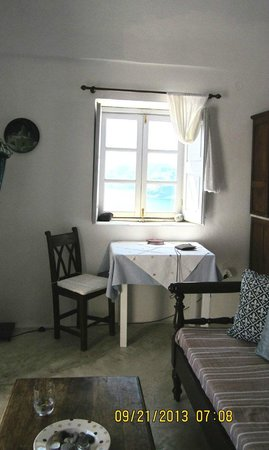 1864 The Sea Captain's House : our tiny living area
