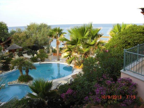Baia del Godano Resort & Spa: Blick auf Pool