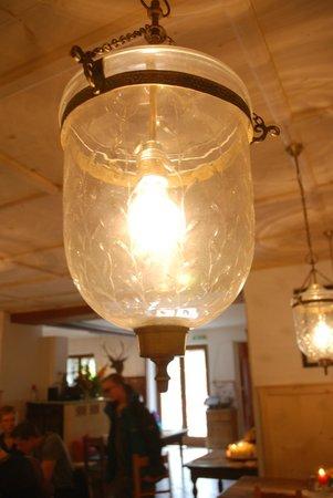 Gasthof Simony Restaurant am See: Interesting chandelier in the restaurant