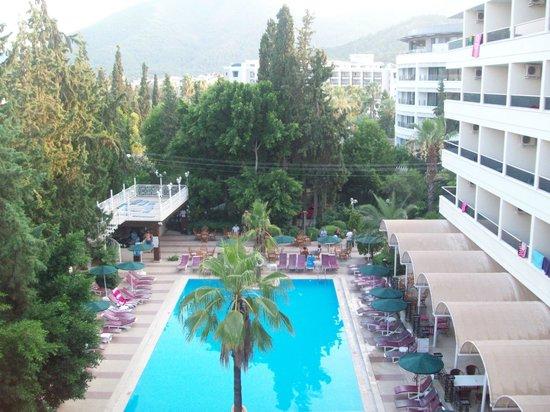 Kayamaris Hotel: View of pool