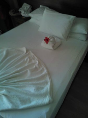 Kayamaris Hotel : Bed / Room service