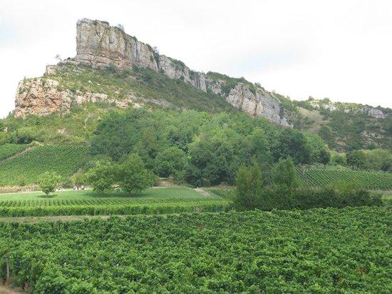 Rock of Solutré: Far view of Roche-de-la-Solutré profile