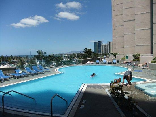 Hawaii Prince Hotel Waikiki : Pool area