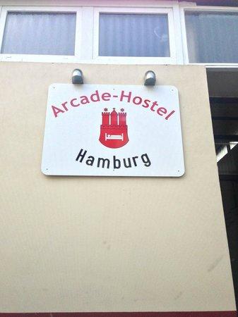 Arcade-Hostel: Hotel entrance