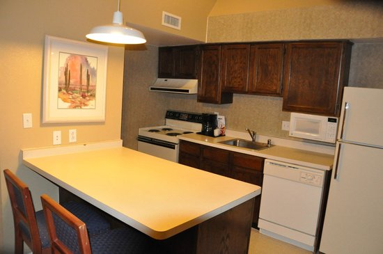 Chase Suite Hotel El Paso: 2 Bed RoomのKitchen