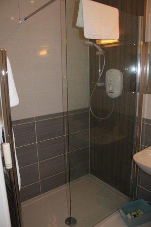 Castle Arms Hotel : Bathroom