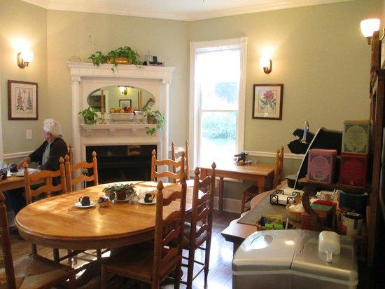 Maple Leaf Inn: Dining area