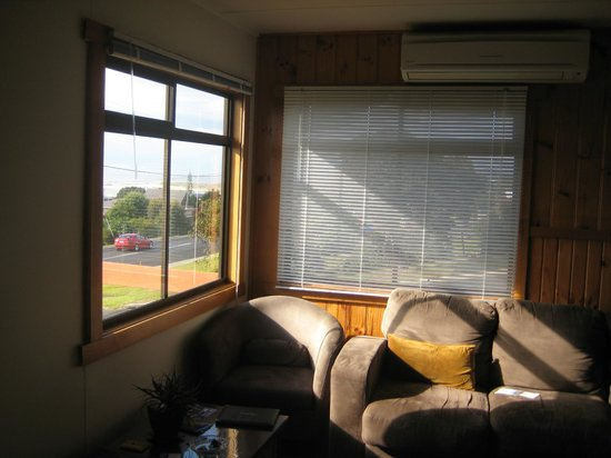Scamander Beach Shack: Living room