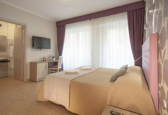 Camera picture of rome kings suite rome tripadvisor for Camera roma