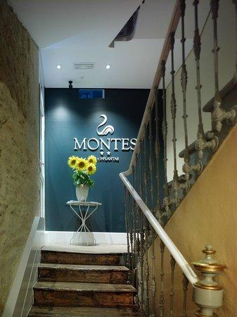 Montes Pensión Boutique: interior hotel