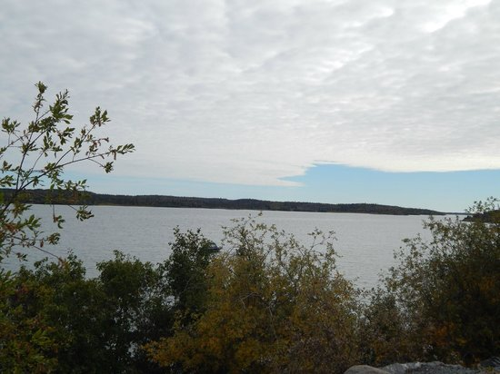 Blue Raven B&B: great slave lake