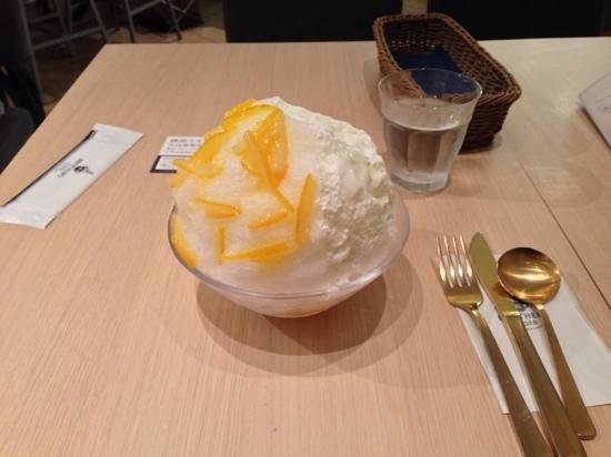 3 Brothers: shaved ice with lemon