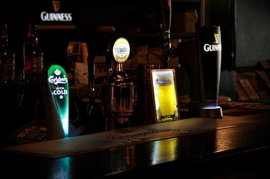 Teacher's British Pub : 4 çeşit fıçı bira bulunuyor.