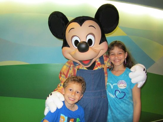 Walt Disney World Resort: Eating with the fab 5 at Garden Grill in Epcot