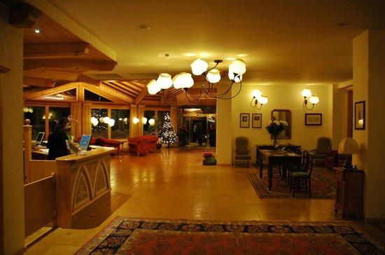 Carlo Magno: Очень просторны и уютный холл!