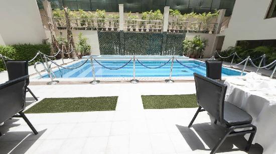 Hotel Jivitesh: Swimming Pool