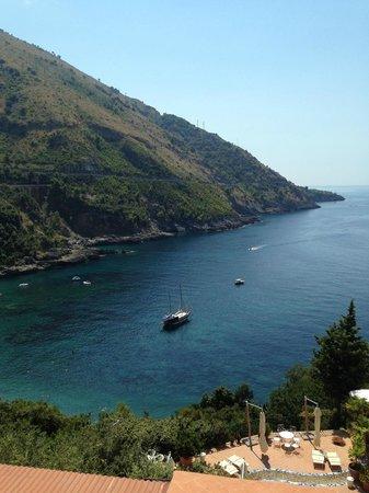 Hotel Spa Villa del Mare: In basso è possibile scorgere il caicco con il quale abbiamo fatto un'escursione