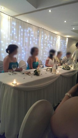ULTIQA Shearwater Resort: Wedding Reception - Beautiful head table