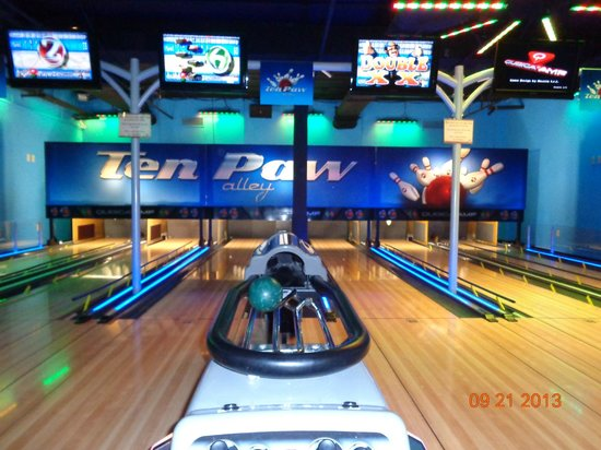 Great Wolf Lodge Concord: Bowling