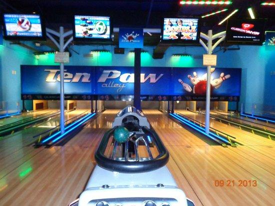 Concord, NC: Bowling