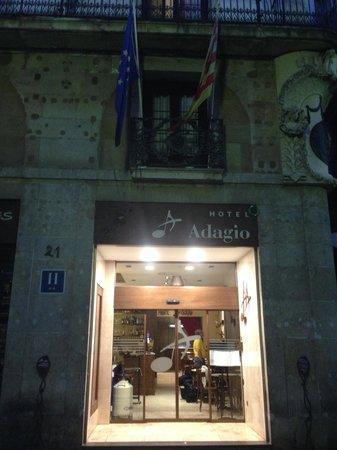 Hotel Adagio: hotel front