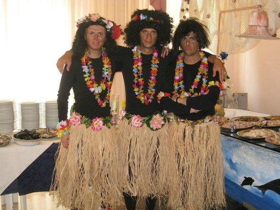 Hotel La Maestra : Aqui una de las fiestas que se organizan.