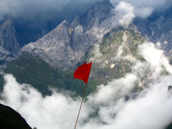 Naxi Family Guesthouse: Red Flag at naxi