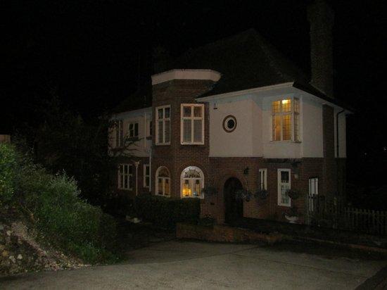 Crabble Hill House Guest House: Casa vista da fuori