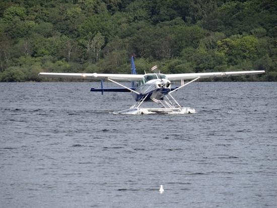 Loch Lomond Seaplanes: The Seaplane coming in to land.