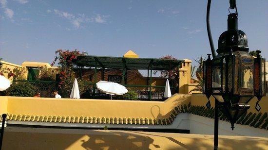 Riad Karmela : rooftop at breafast