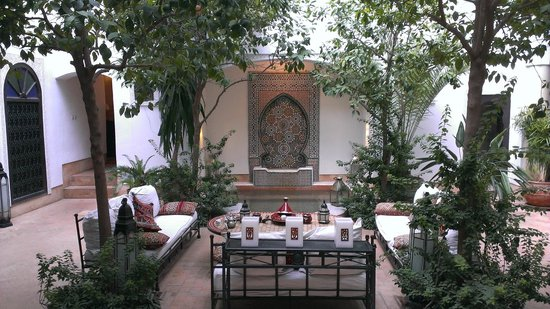 Riad Karmela: plunge pool in courtyard