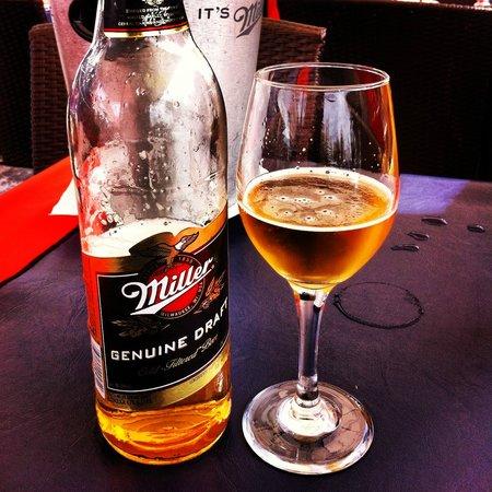 SOHO : cerveja servida na mesa exterior do pub