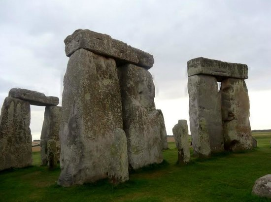 Salisbury & Stonehenge Guided Tours: looming stones